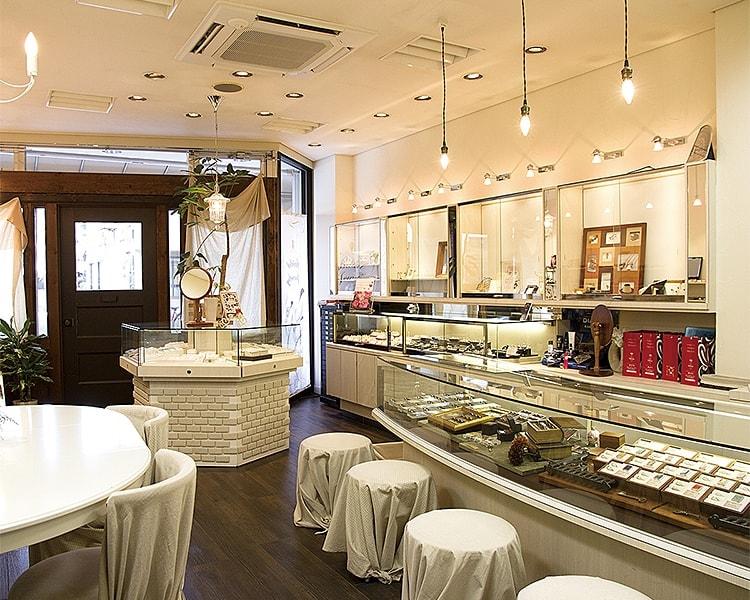 ブライダルジュエリー&メガネ・サングラス スイス 店舗写真